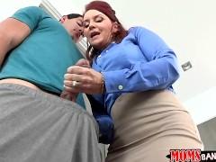 imagen Madre guarrona tiene sexo con su hija y el novio