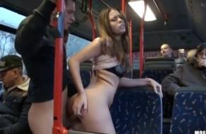imagen Manoseada y follada en el autobus publico