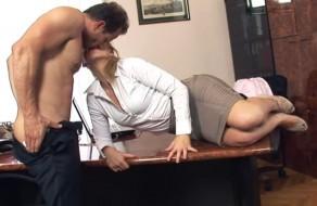 imagen Secretaria cañon y su jefe follando en la oficina