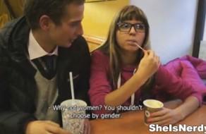 imagen Sexo con una joven e inocente nerd con gafas