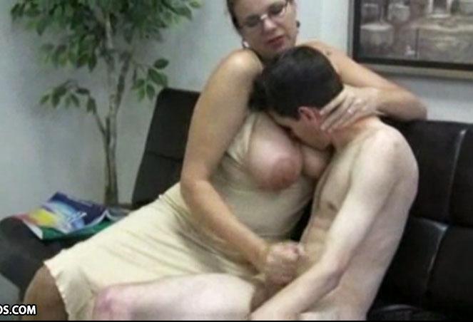 Madura cogiendo con el amigo de su marido - 3 part 3