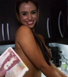 imagen Empleada de limpieza latina follada por dinero