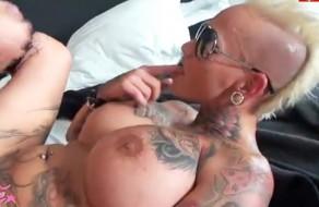 imagen Sexo con una negra madura tatuada so hardcore