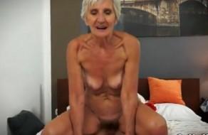 imagen Vieja follando y disfrutando del sexo