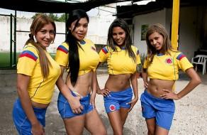 imagen Putitas colombianas follando en el campo de futbol