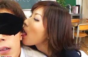 imagen Profesora japonesa follandose a su alumno