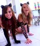 imagen Trio de sexo con dos jovenes gatitas bisexuales