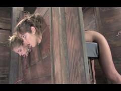 imagen Azotadas torturadas y folladas por una mujer dominante