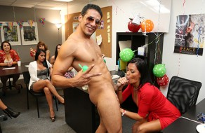 imagen Chicas amateur celebran una fiesta xxx en la oficina