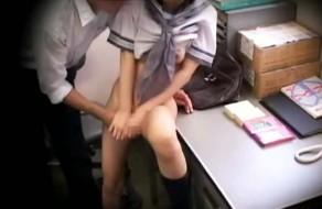imagen Colegiala asiatica sufre una violacion