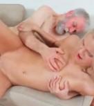 imagen Hombre viejo tiene sexo con chica muy joven