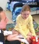 imagen Papa desvirga a su inocente hijita