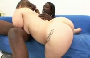 imagen Enana culona en sexo interracial
