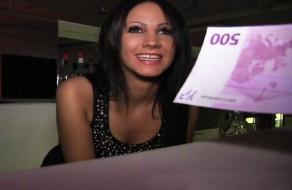 imagen Camarera amateur follando por dinero (500€)
