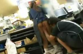 imagen Dependienta sobada y violada en la tienda