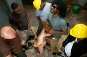 imagen Jefa de personal violada por los obreros