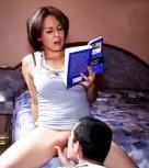 imagen Leyendo un libro mientras lamen su coño (español)