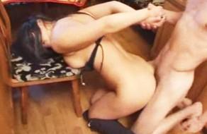 imagen Novio celoso viola a la puta de su novia