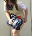 imagen Robando faldas de colegialas por las calles