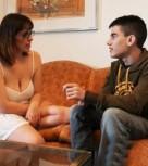 imagen Madura desvirga a jovencito de 18 años (español)