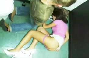 imagen Borracha follada en el baño de la discoteca