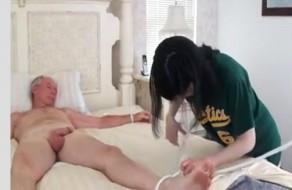 imagen Hija fuerza a su padre para tener sexo