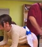imagen Azota el culo de su hija por ser una puta