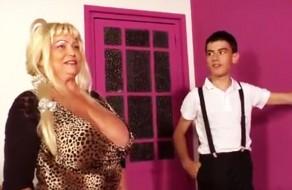 imagen Jovencito español folla con la niñera tetona