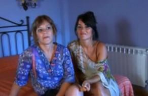 imagen Madre e hija españolas follando juntas (real)
