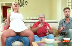 imagen Madura guarrona follando delante de su marido