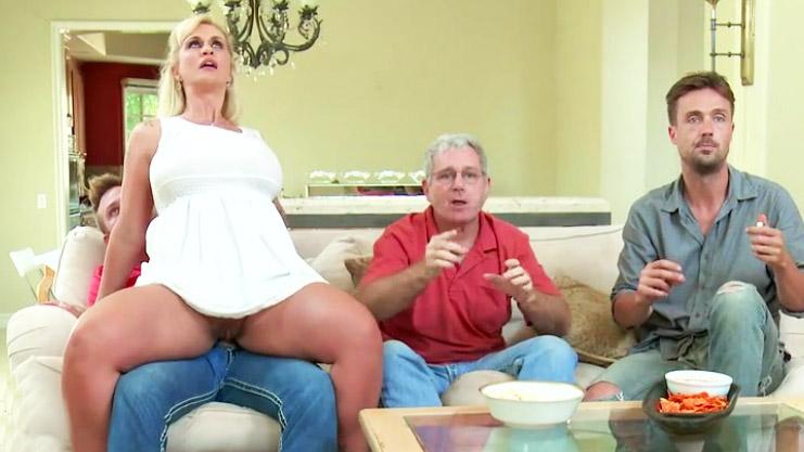 Marido rodaje de su esposa gordita follada - XXX Espano