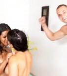 imagen Trio de sexo con dos latinas muy calientes