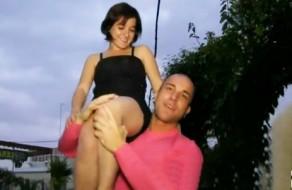 imagen Jovencita andaluza follando con tio musculado