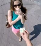 imagen Joven tetona follada en la calle por dinero
