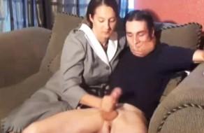 Chica tetona aficionada follando y soplando a su novio