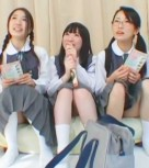 imagen Colegialas japonesas pilladas por la calle