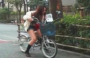 imagen Orgasmos en la calle montando en bicicleta
