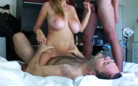 El marido disfruta viendo gozar a su mujer con otro 6