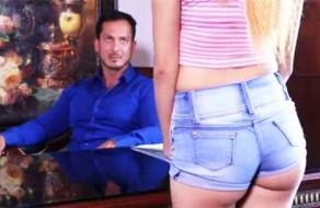 imagen Joven mexicana chingando por un puesto de trabajo