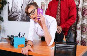 imagen Secretaria novata se convierte en la puta del jefe
