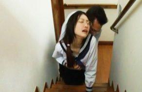imagen Colegiala asiatica follada por el padre de su novio