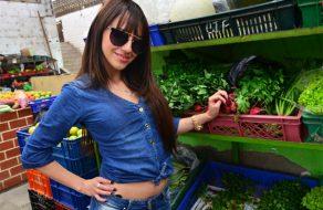 imagen Colombiana pillada en el mercado folla con desconocido