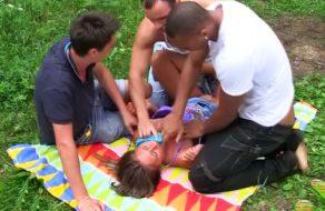 imagen Rusa violada en el campo por tres desconocidos