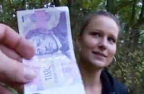 imagen Checa pillada en el parque folla por dinero