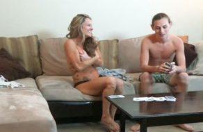 imagen Madre e hijo juegan un strip poker (incesto)