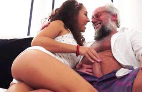 imagen Mexicana jovencita se folla a un viejo gringo