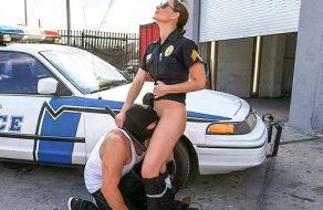 imagen Mujer policia: cachonda, tetona y corrupta