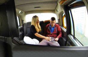 imagen Mujer taxista se folla a su joven cliente