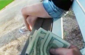 imagen Putita americana pillada en el parque folla por dinero