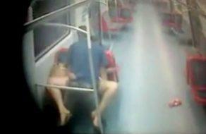 imagen Pillados por camara oculta follando en el metro